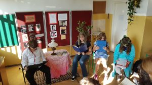 """Uczniowie czytają z podziałem na rolę fragment utworu Gabrieli Zapolskiej """"Moralność Pani Dulskiej""""- scena piąta z aktu pierwszego."""