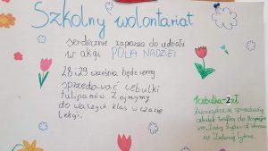 Plakat przedstawia zaproszenie do udziału w akcji Pola Nadziei i zachęca do kupna cebulek tulipanów.